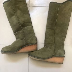 Kookaburra Tall Suede Boots by UGGS, Size 10.